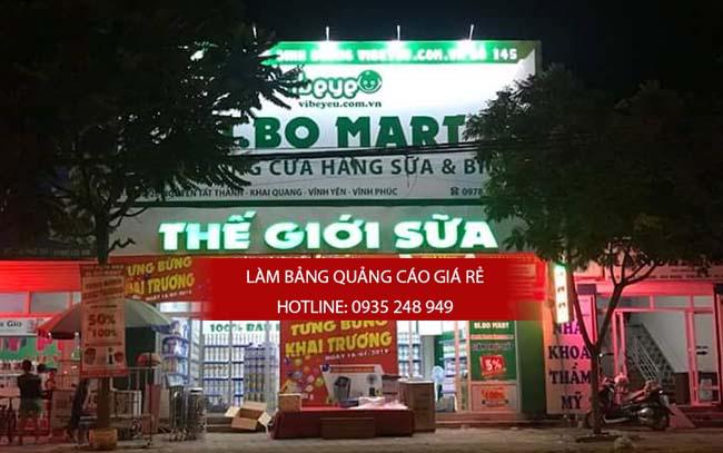 Sự nổi bật của một bảng hiệu quảng cáo về đêm khi được kết hợp với chữ nổi mica gắn đèn led