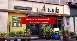 Chữ mica nổi gắn lến tường gạch trang trí tại một quán cafe ở quận Tân Phú