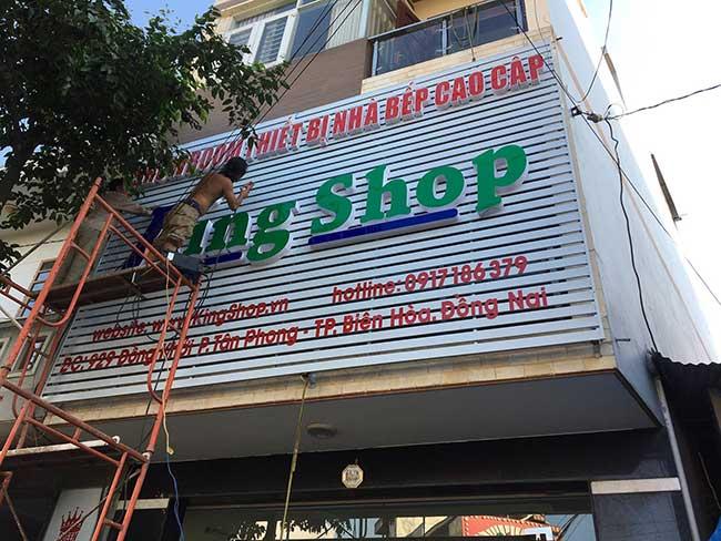 thi cong lam bang hieu quang cao 125 1 - Làm bảng hiệu quảng cáo giá rẻ tại quận 4