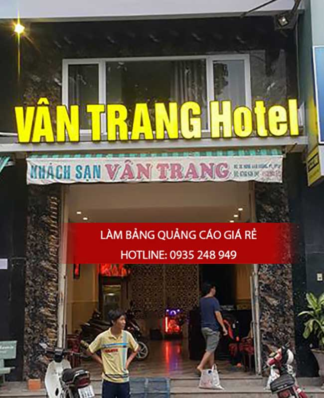 thi cong lam bang hieu quang cao 134 - Làm bảng hiệu quảng cáo đường số 7 Bình Tân