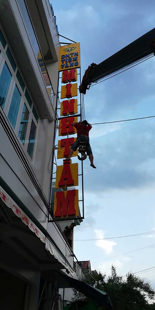 thi cong lam bang hieu quang cao 217 - Địa chỉ làm bảng hiệu alu giá rẻ uy tín tại tphcm
