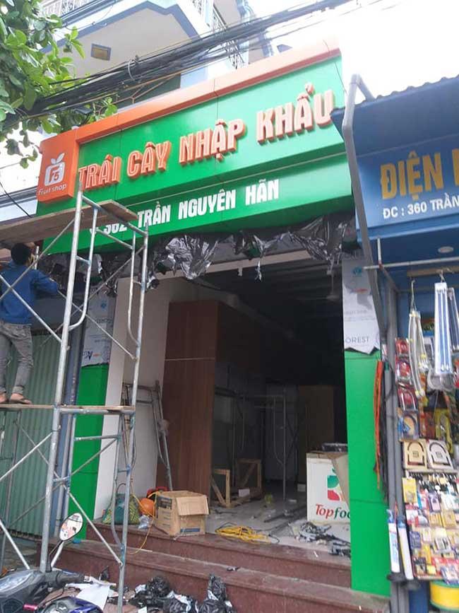 thi cong lam bang hieu quang cao 249 - Làm bảng hiệu quảng cáo giá rẻ tại quận tân phú