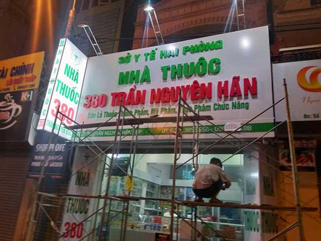 thi cong lam bang hieu quang cao 263 - Làm bảng hiệu quảng cáo giá rẻ tại quận 4