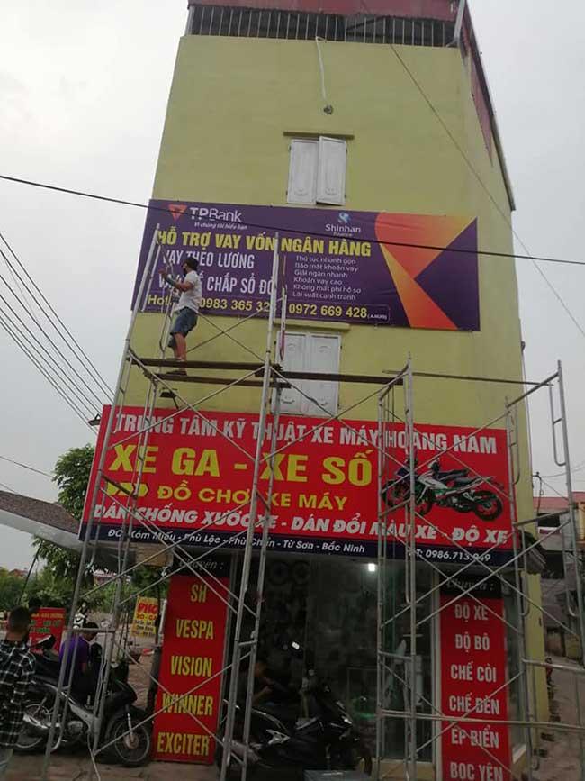 thi cong lam bang hieu quang cao 302 - Làm bảng hiệu quảng cáo giá rẻ tại quận 4