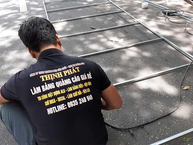 thi cong lam bang hieu quang cao 321 - Làm bảng hiệu quảng cáo giá rẻ tại quận tân phú
