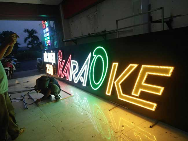 thi cong lam bang hieu quang cao 50 1 - Làm bảng hiệu quảng cáo giá rẻ tại quận tân phú