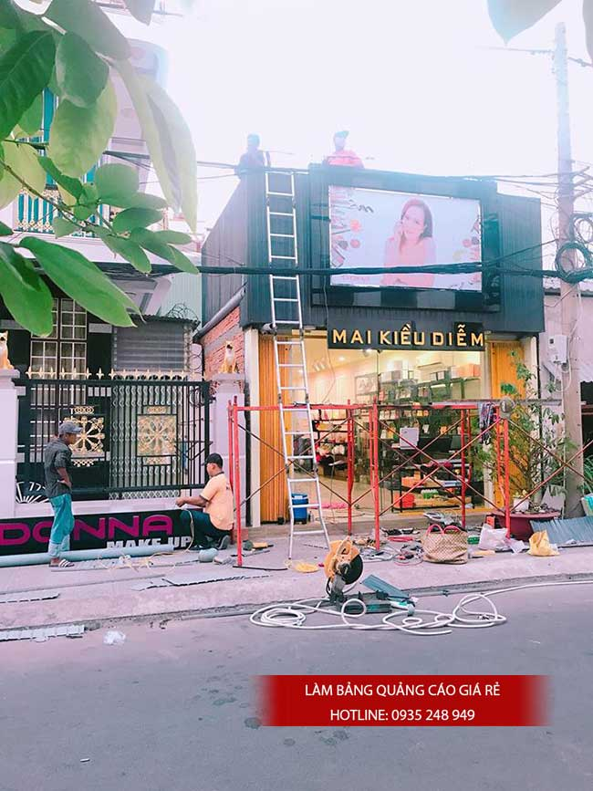 thi cong lam bang hieu quang cao 180 - Làm bảng hiệu quảng cáo giá rẻ tại quận 5