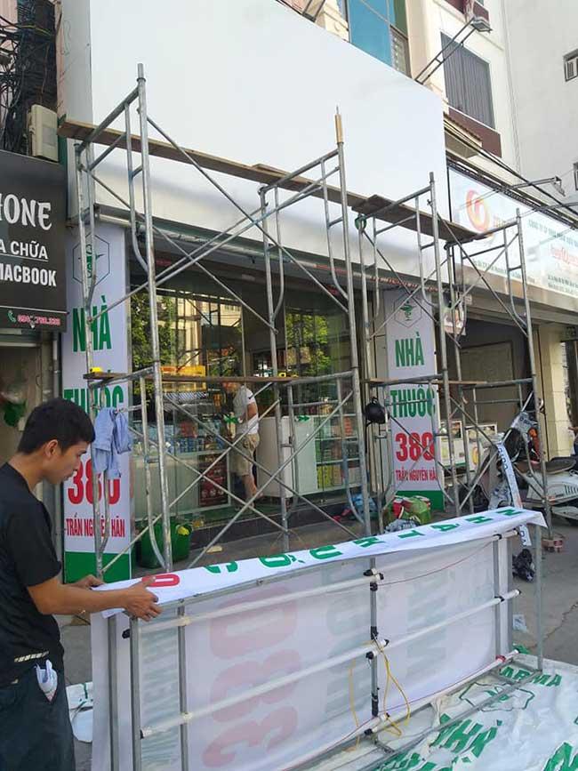 thi cong lam bang hieu quang cao 264 - Làm bảng hiệu quảng cáo giá rẻ tại quận 5