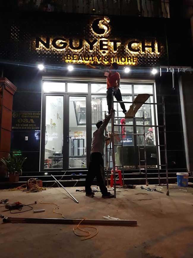 thi cong lam bang hieu quang cao 289 - Làm bảng hiệu chữ nổi mica quận Tân Phú