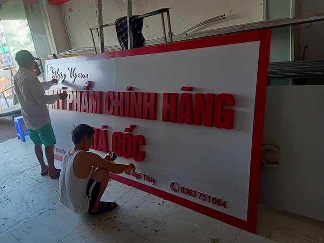 thi cong lam bang hieu quang cao 338 - Làm bảng hiệu chữ nổi mica quận Tân Phú
