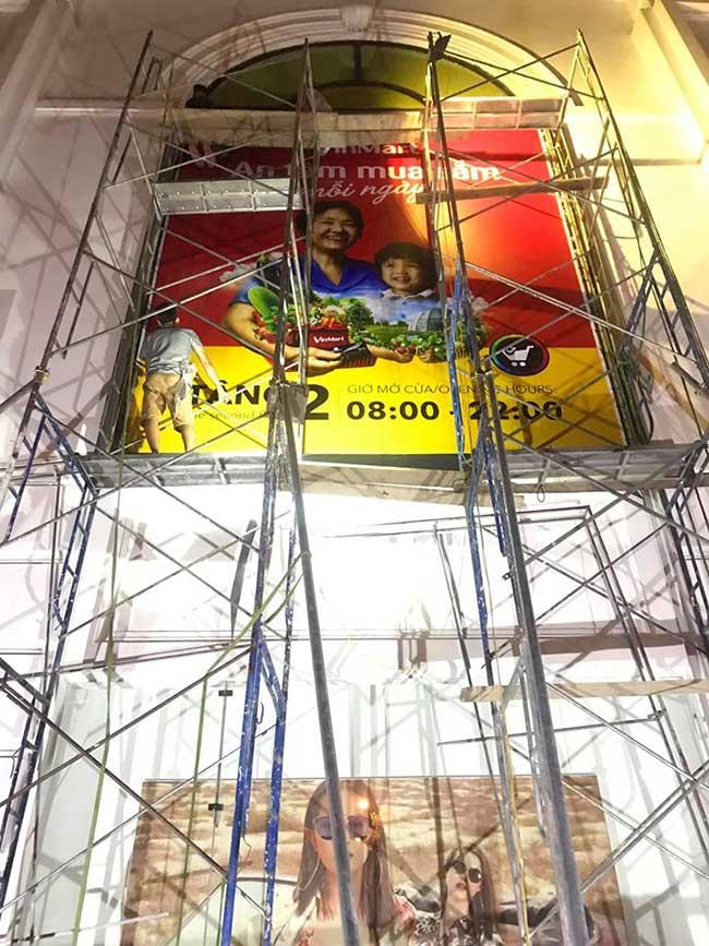 thi cong lam bang hieu quang cao 359 - Làm bảng hiệu quảng cáo giá rẻ