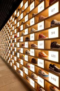 kệ trưng bày shop giày thể thao