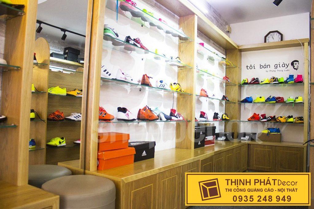 kệ trưng bày shop giày nike