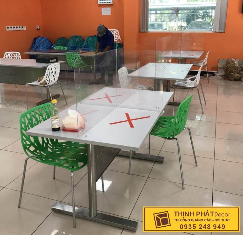 gia công tấm chắn ngừa covid quán trà sữa